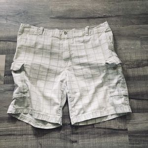 IZOD plaid cargo shorts. Size 42